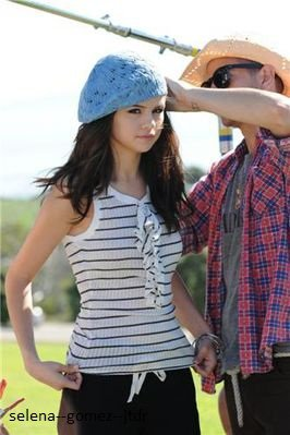 "Selena a Malibu pour un photoshoot "" Dream out Loud"""