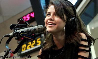 """23/11: Selena invitée a la radio """" Kidd Kraddick"""