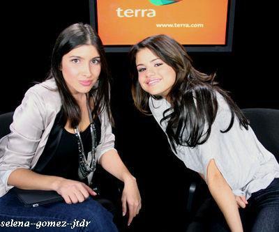 7/10: Selena aux Terra Live Chat