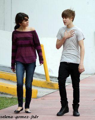 18/12: Selena dans les rues de Miami Beach avec Justin Bieber