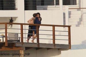 3/01: Jelena ont étés vues a St.Lucie. Alors peut etre la naissance d'un nouveau couple :D. Vos avis ? Moi perso je trouve qu'ils vont trop bien ensemble <3