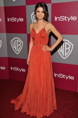 16/01: Selena était presente aux 2011 InStyle/Warner Brothers Golden Globes à Berverly Hills.