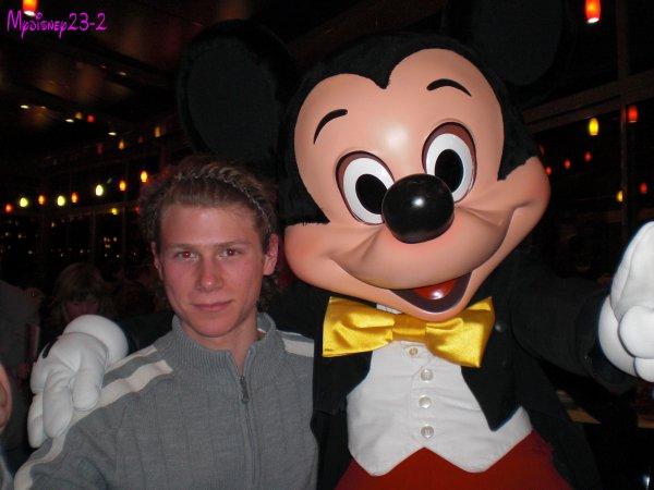 Au café Mickey