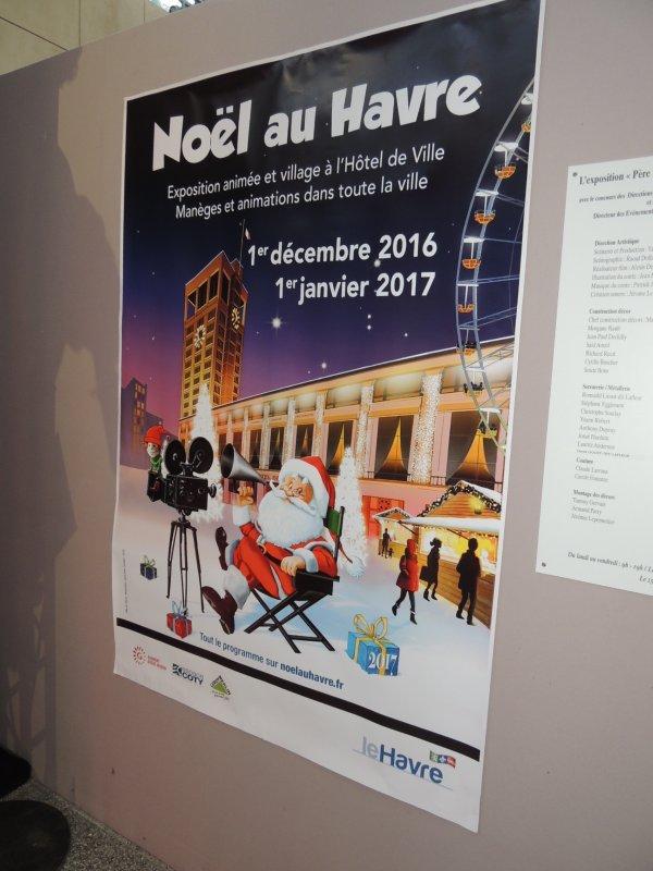 LE  PERE  NOEL  FAIT  SON CINEMA   A  L'HOTEL  DE  VILLE