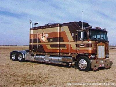 Voici un camion americain blog des camions for Camion americain interieur cabine