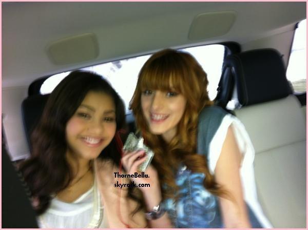 Bella et Zen à Dubai Mall pour une séance de dédicace au Millions Of Milkshake le 30/03/12