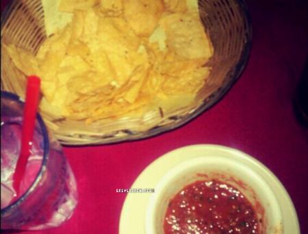 """Le 04.11 Greyson mangeait menu """"Mexique"""" avec quelques amis."""