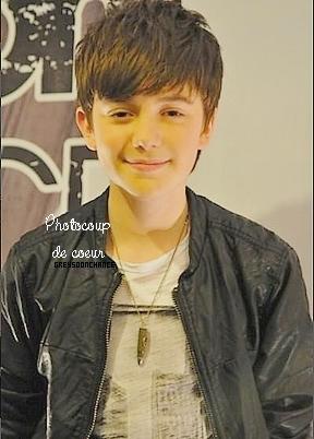 PICTURE | Nouvelle photo de Greyson en Malaise lors de l'interview, je trouve que Greyson fait une tête assez marrante