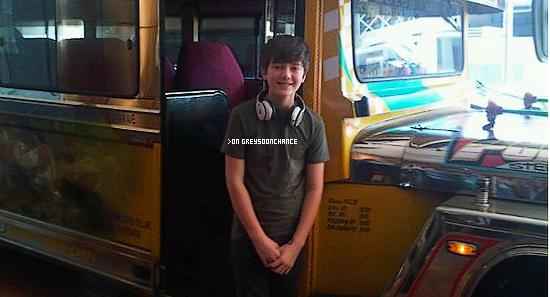 20/11/2011| Greyson à fait de l'équitation à Jeepney philippines !
