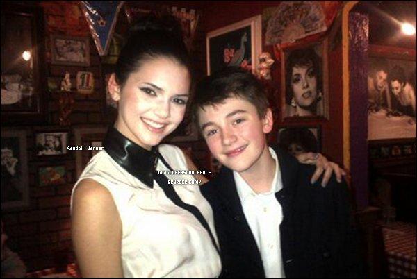 06/12/2011| Greyson Chance avec Kendall Jenner. (1e photo) 07/12/2011| Greyson Chance en présence Ariana Grande dans un restaurent Italien. (2e photo)