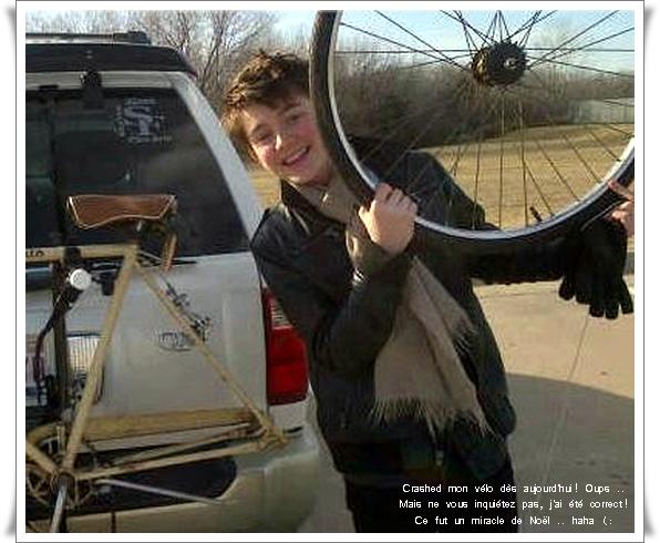 24.12.2011: Greyson Chance avec son vélo ! desoler pour la mauvaisequalité