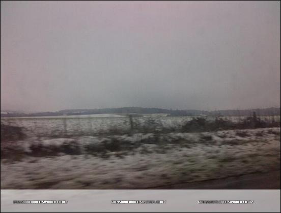 05/02/2012- Greyson Chance sur la route du chemin, un plage couvert de neige. ??/02/2012- Voici, ce que regarde Greyson Chance cela l'inspire.. année 80 !