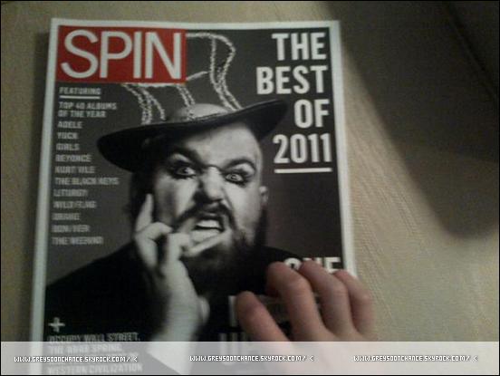 17/02/2012- Greyson Chance face à face à un magazine.. joke. 17/02/2012- Nouvelle photo sur le plateau de Raising Hope.