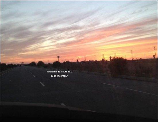06/03/2012- Le magnifique coucher de soleil que Greysonassistesur la plage. 04/03/2012- Voilà, vous savez ce que fait Greyson pendant son temps libre. il regarde les couchers de soleils mais aussi Star Wars. tu aime ?