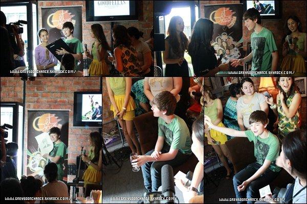 - 03/05/2012 : Greyson Chance était en Thailande sur Get 102.5 et buvant un petit jus de fruit -