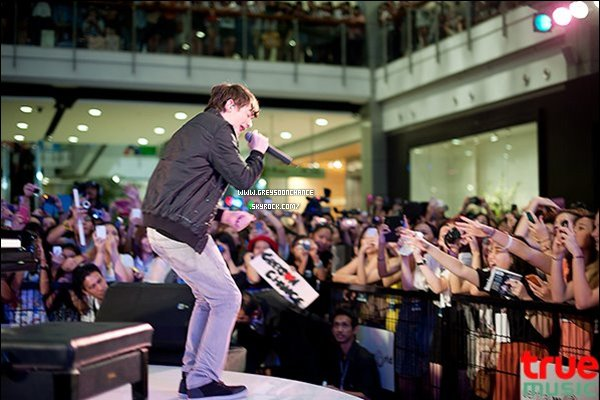 - 04/05/2012 : Greyson s'est rendu en Asia pour faire desconférencede presse et des interviews . -