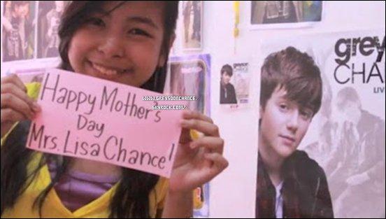- 07/05/2012 : Le sept mai c'était bien l'anniversaire de la maman de Greyson, s'appelant Lisa Chance -