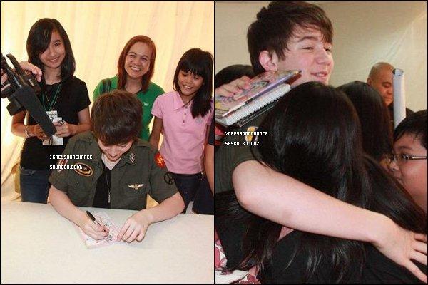 """- 07.06.2012 : Greyson était présent sur""""The Focus Of Attention"""" il signait des autographes à ses fans. -"""