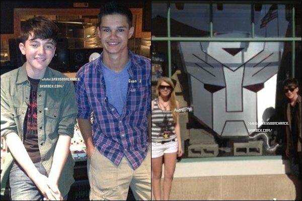 - 14.06.2012 : Greyson avec deux gagnants de différents concours, Evan et Audrey ont de la chance ! -