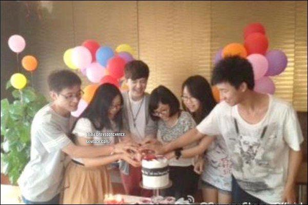 - 02/07/2012 : Greyson en Chine à Changsha pour aller rencontrer des fans et des conférences (suite). -