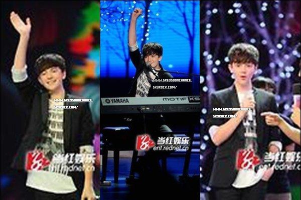 - 3/05/2012 : Le soir même Greyson a fait un show façon karaoké et il a même dansé avec ses fans. -