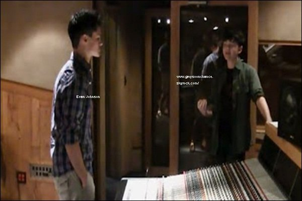 "- 09/07/2012 : Greyson et  Evan Johnson me gagnant de ""Music and Art's"" au studio Westlake à LA. -"