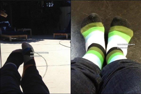 - 13/07/2012 : Une nouvelle photo de Greyson qui prend ses pieds mais ce n'est pas des Converses. -