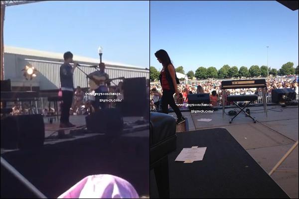 """- 12/08/2012 - Greyson en concert à Oregon, il a chanté """"Sunshine & City Lights"""" sa nouvelle chanson. -"""