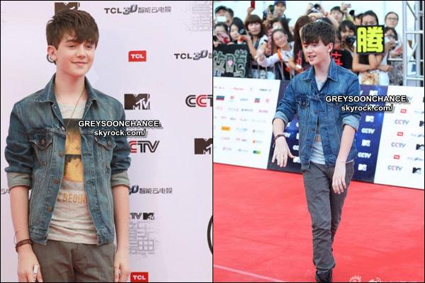 "- 20AOÛT | Greyson auCCTV Mandarin Awards en Chine àBeijing + Photoshootpour ""Figaro"" -"