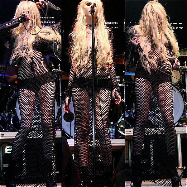 *09/07/11 |   Taylor Momsen et son groupe ont performer au festival de musique Oxegen  organisé à Punchestown , en irlande.  Omg , faut qu'on m'explique ! C'est quoi cette chose immonde en filet de peche qu'elle porte comme guise de robe? C'est laid.  *