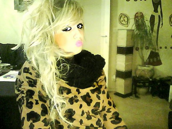 ‹ ● ωωω .Princessee-Traash. Skyblog . Coм › ©` Je suis le vilain petit Canard , mais j'ai plus de style que la plupart de ces Batards _ ( 8 )