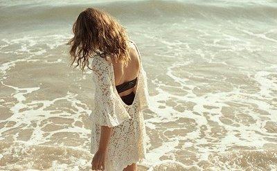 La fille solitaire vient d'apprendre que trois mots,sept lettres, ne signifient rien quand personne ne veut les entendre.