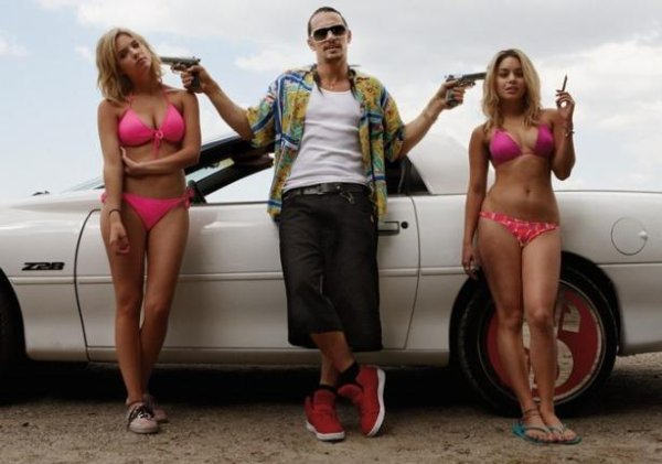 Robert Pattinson : Spring Breakers, il a adoré le film de Selena Gomez !
