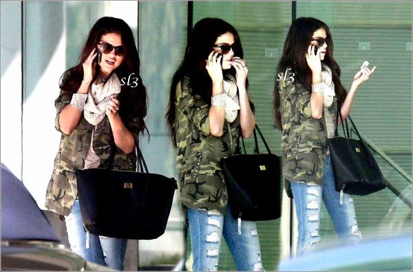 Selena a été prise en photo alors qu'elle se rendait chez CAA pour un rendez-vous d'affaires 08.01.13