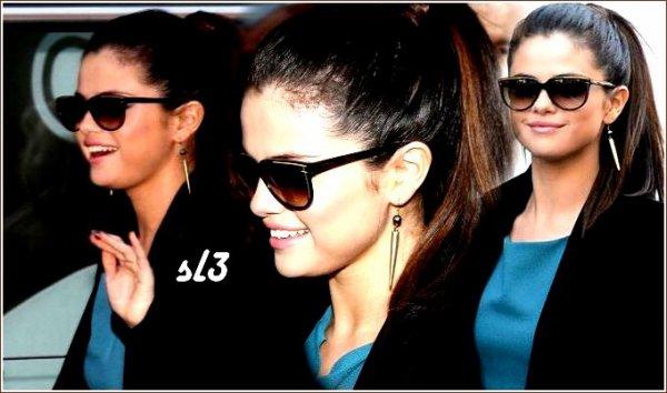 Selena arrivant avec les co-stars Vanessa Hudgens et Ashlet Benson à la station de radio NRJ.18/02/2013