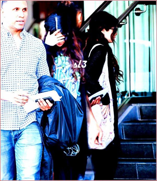 Selena en Californie hier. ( 26/02/2013)