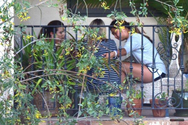Lea Michele dans une piscine à Santa Barbara + Lea et Jenna aperçues avec Becca