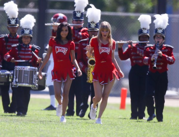 "Naya, Dianna, and Heather filming ""Problem"" for Glee - part 2"