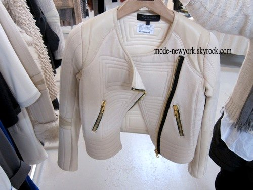 Il existe à peut près le même modèle dans tous les magasins H&M prix maximum 70¤ pas plus