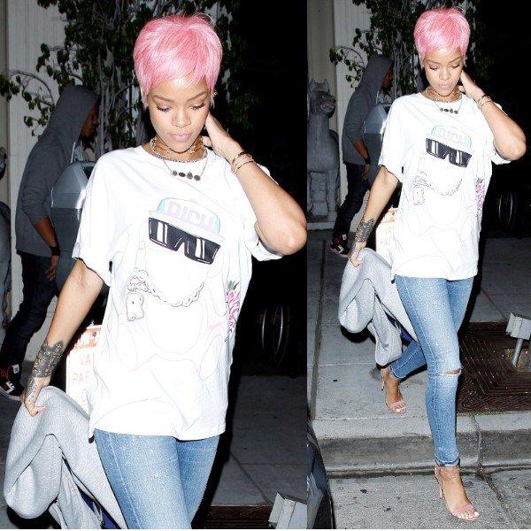 La belle Rihanna très ravissante en jean