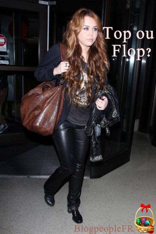 Miley Cyrus a été repérée à l'aéroport de Los Angeles