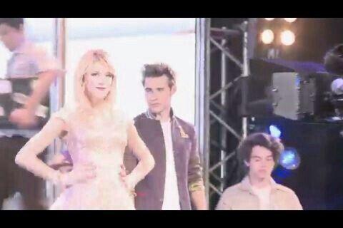 Poze de la videoul ' ' EN GIRA ' '