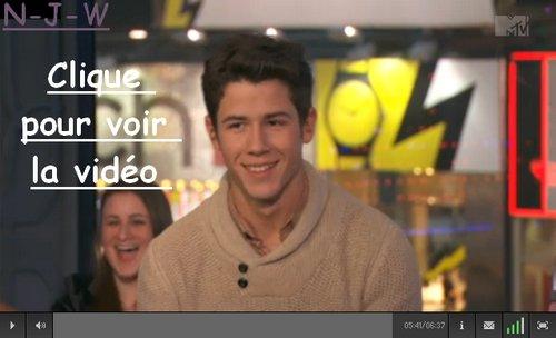 Nick dans l'émission The Seven