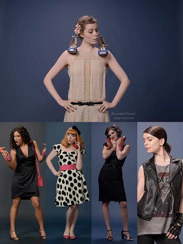 Photos promotionelles pour Ce qui fait marcher les Filles . (Roxane en haut, et ses collègues-chanteuses en bas !) .