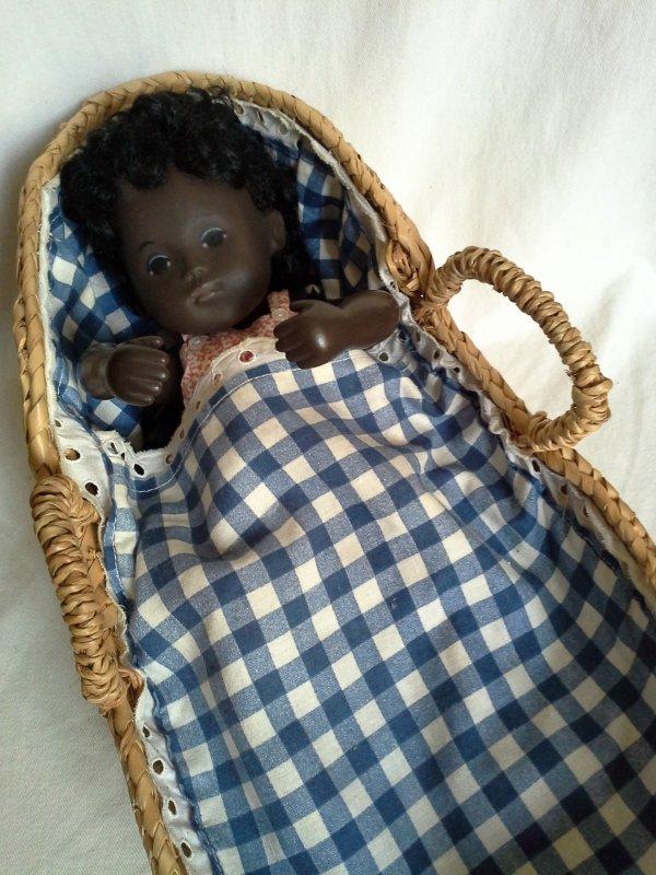 Au hasard des brocantes et vide-greniers  ..des couchages pour baby Sasha...