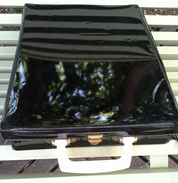Au hasard des brocantes et vide greniers....des valises comme j'aime...!!!