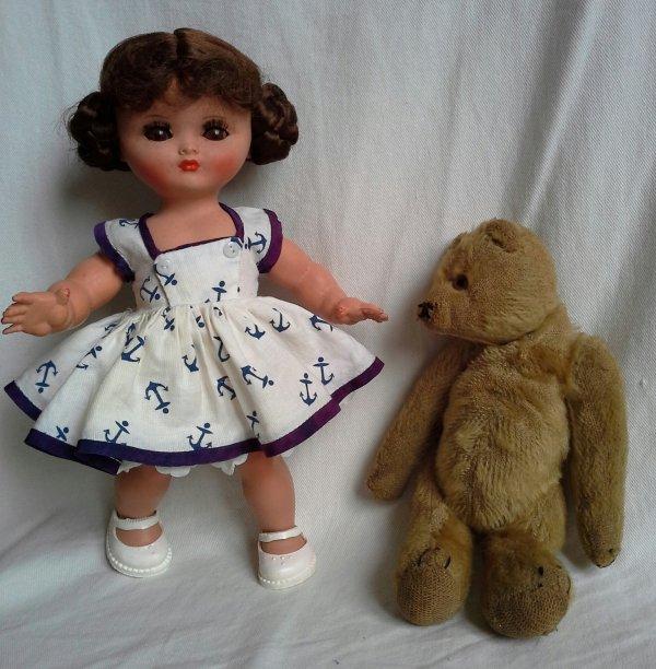 Au hasard des brocantes et vide greniers .. l'ours et la poupée .!!!