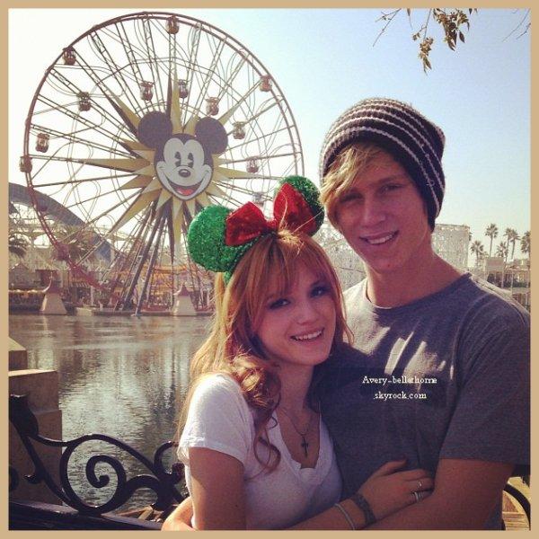 nouvelles photos de bella et ses amis a Disney Land  du 3 novembre 2012 .