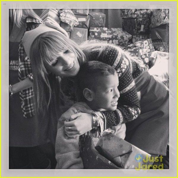 Bella et sa famille étaient à LA Mission : Noel le 24 décembre 2012 pour servir de la nourriture aux sans-abris.