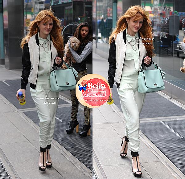 Bella et Olivia se promenant dans les rues de New York le 31 mars 2013 .